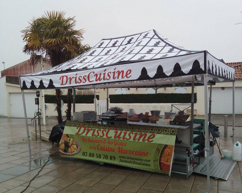 la remorque DrissCuisine est à la fois un foodtruck et un stand classique de marché.